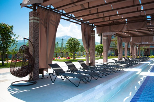 Charos Deluxe Resort & Spa