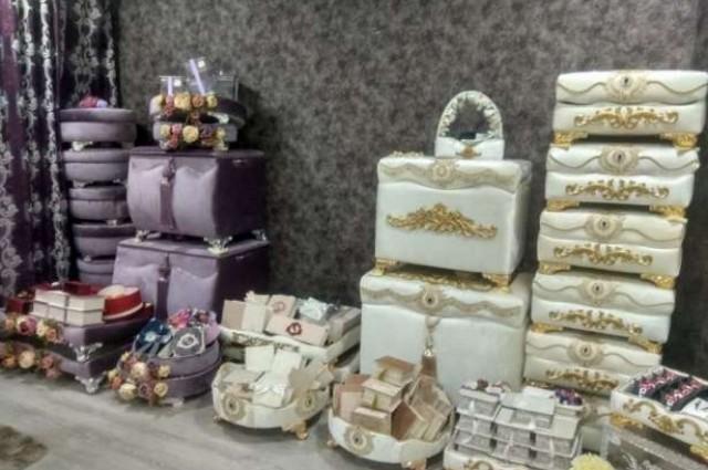 Продаются сарпа сундуки и фотиха коробочки.